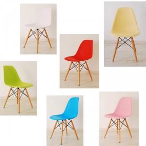 chaise-eames-plastique-dsw-pieds-en-bois