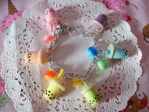 bubble_tea_charm_bracelet_by_lessthan3chrissy-d4ogo6j - Copie